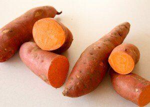 Batata-doce-frango-pure-engorda-beneficios-receitas-como-cozinhar-fazer-chips-nhoque-musculação-300x214