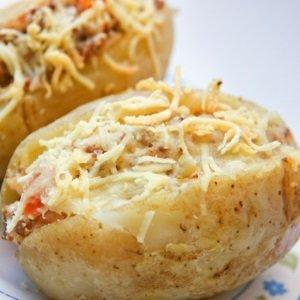 assada-com-frango-simples-com-presunto-e-queijo-com-bacon-com-calabresa-travessa-no-forno-microondas